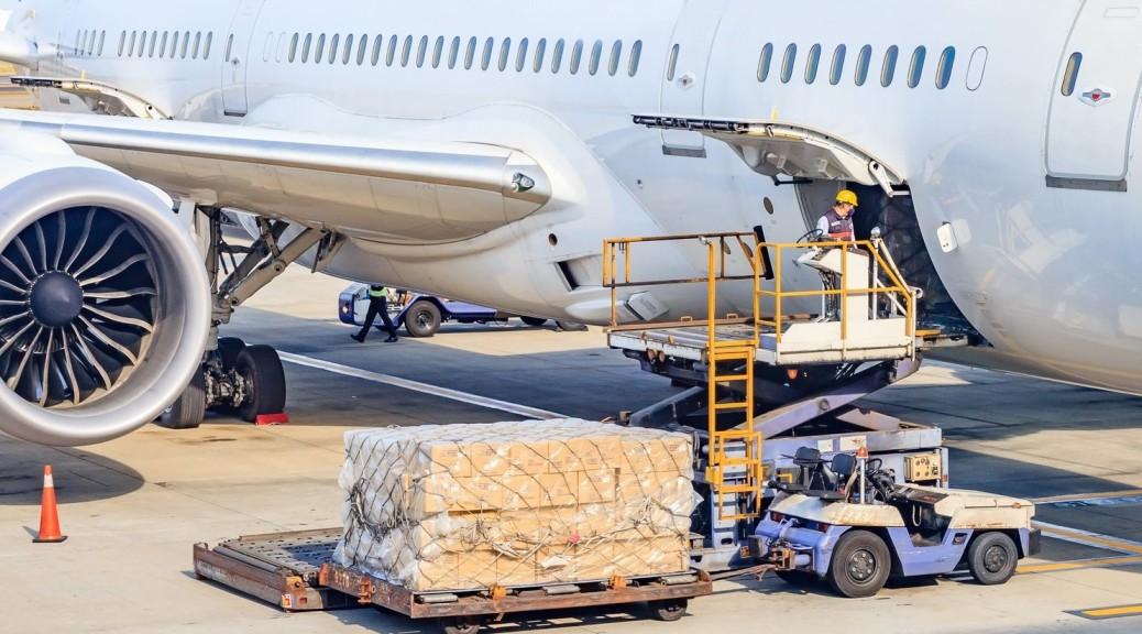 Cargo shipping platform and plane